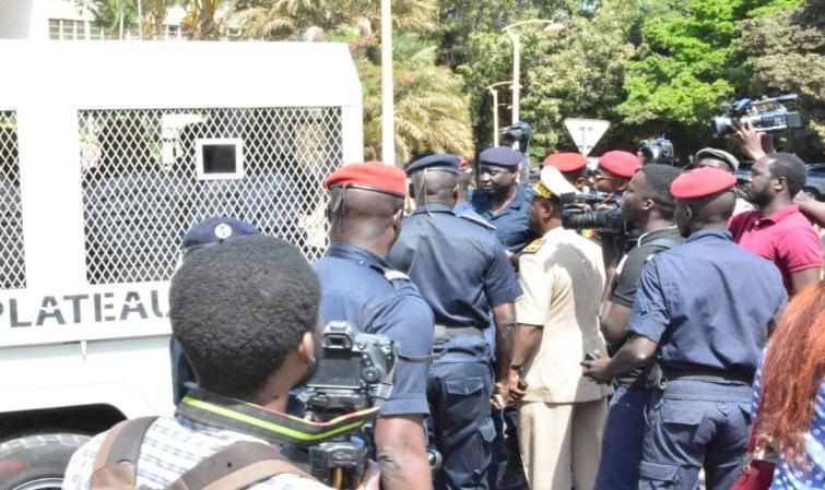 Accusations d'abus d'autorité : Les éclaircissements de la police