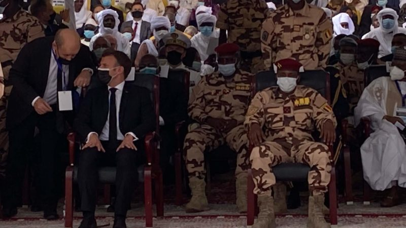 Tchad : Emmanuel Macron condamne la crise dans le pays après le décès de Idriss Deby