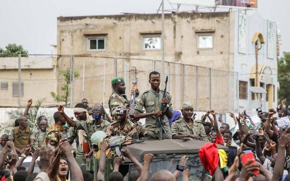 Mali : après la Cédéao, c'est au tour de l'Union africaine de suspendre le pays