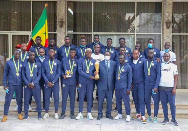 Beach Soccer : Macky Sall offre 10 millions à chaque joueur et au staff technique