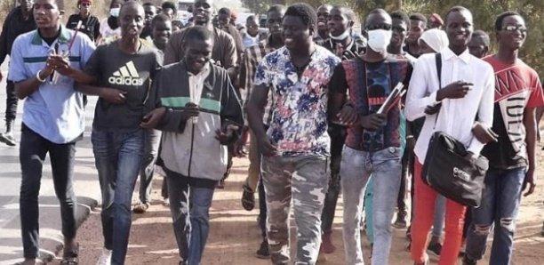 Fatick : Des étudiants en colère envahissent la maison du président Macky Sall